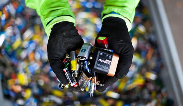 Visste du at brukte batterier aldri skal kastes i restavfallet?